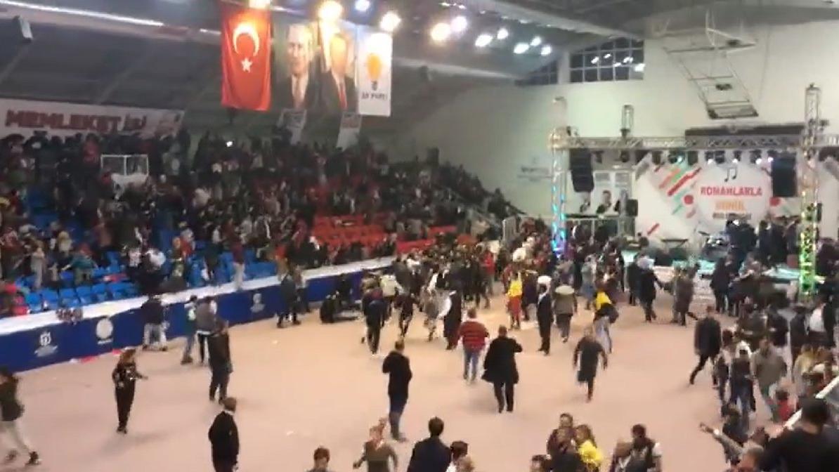 AKP'nin İzmit buluşmasında su kavgası