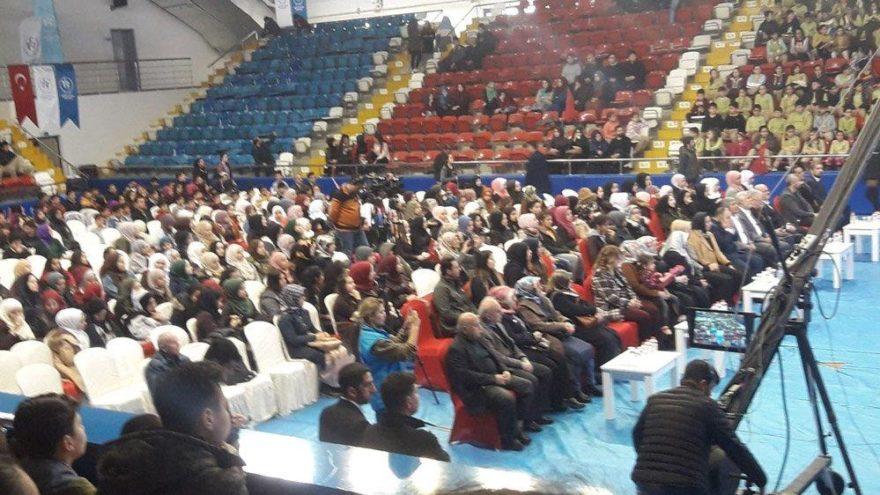 'Şehadet Bilinci' konferansına götürülen 30 öğrenci zehirlendi