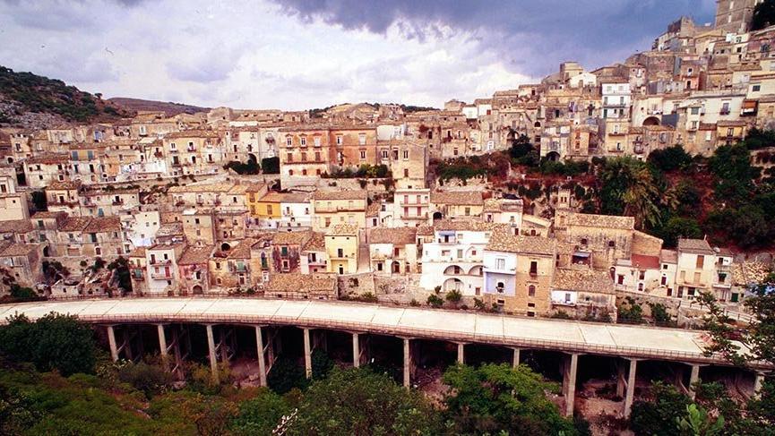 Sicilya'daki bu köyde yaşamak isteyene 3 bin Euro