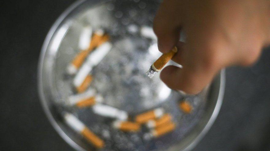 Sigara içenler için 'burger hastalığı' tehlikesi