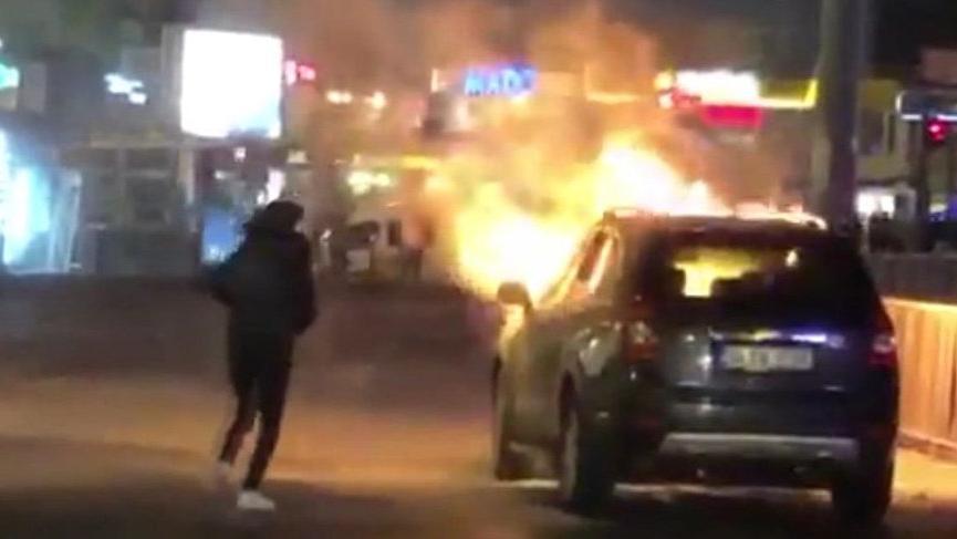 Şişli'de seyir halindeki otomobil alev alev yandı!