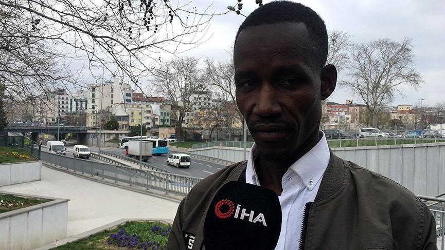 Taksiciden aracına binen Senegalli turiste şok sözler