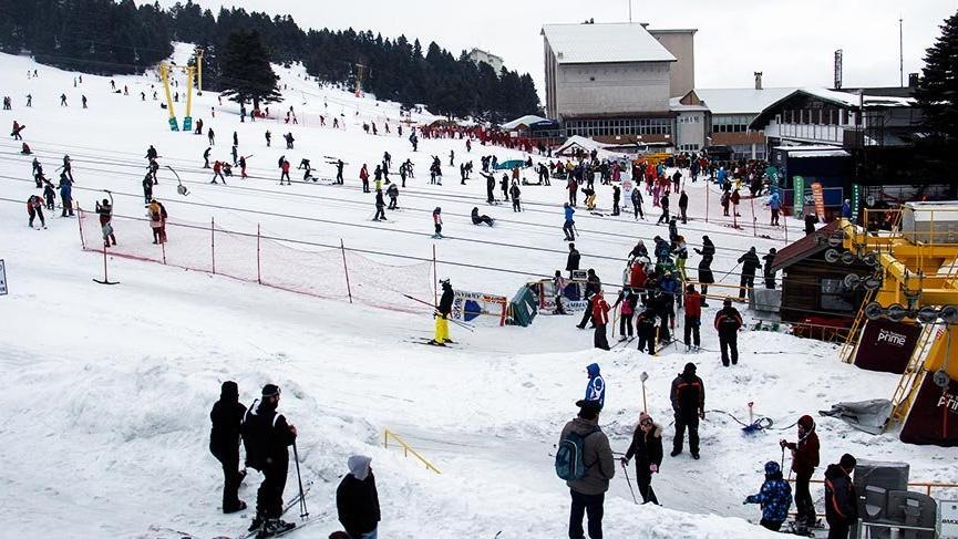 Kar kalınlığı 169 santime ulaşan Uludağ'a tatilci akını