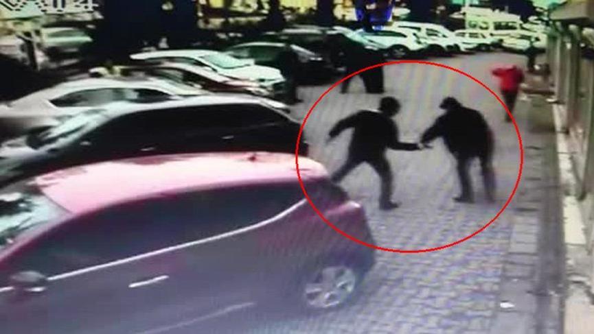 Son dakika haberi...Ümraniye'de sokak ortasında silahlı saldırı!