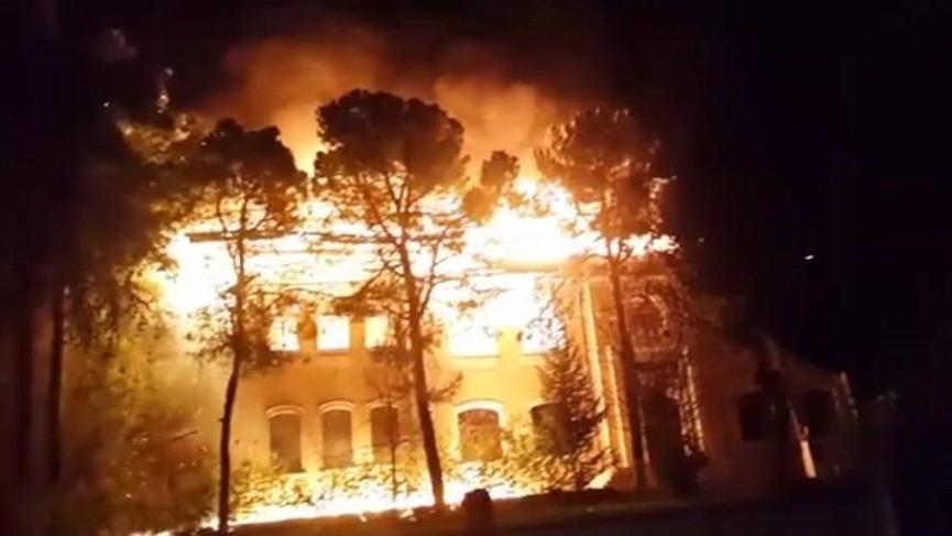 Tarihi okuldaki yangında 'sabotaj' şüphesi!