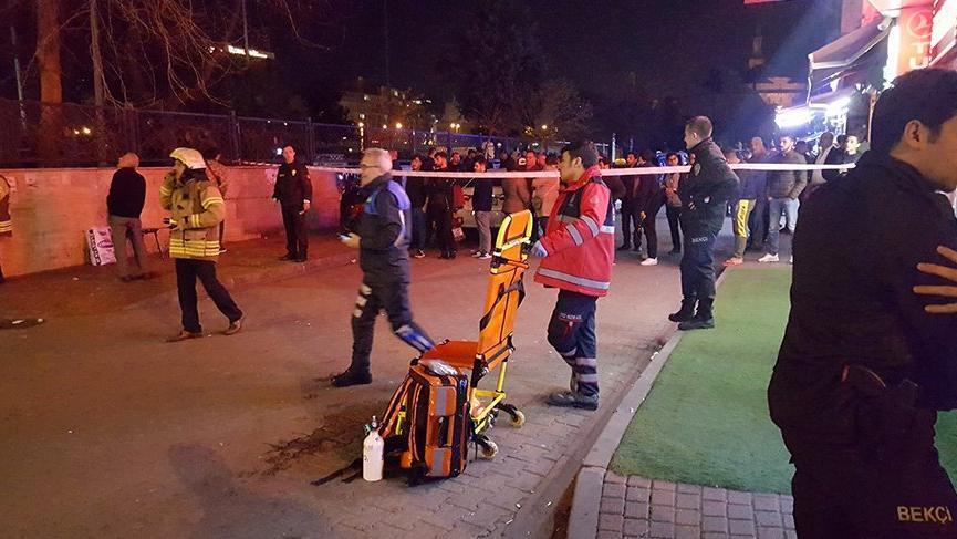 Fatih'te otel yangını: 20 kişi dumandan etkilendi