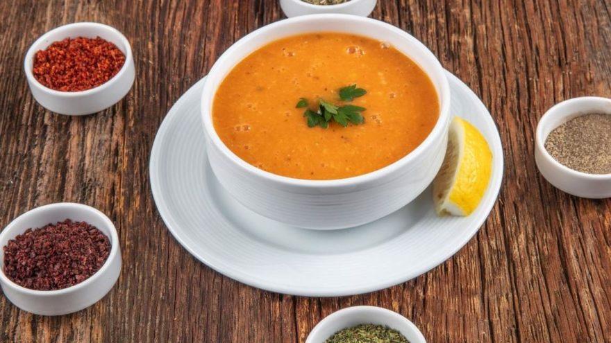 Sofraların vazgeçilmezi ezogelin çorbası nasıl yapılır? İşte ezogelin çorbası için gerekli malzemeler…
