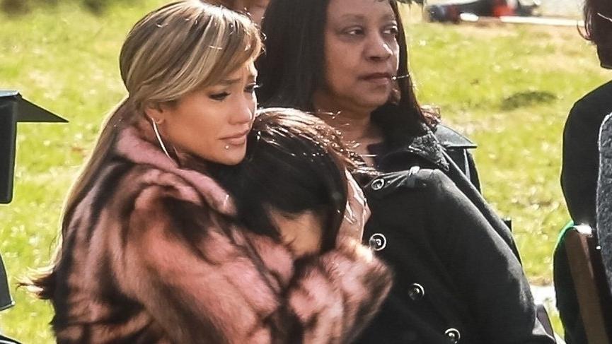 Jennifer Lopez Hustlers setinde gözyaşlarına hakim olamadı