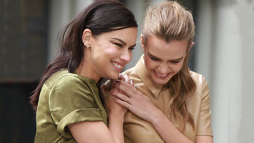Adriana Lima ve Josephine Skriver reklam çekimi için bir araya geldi
