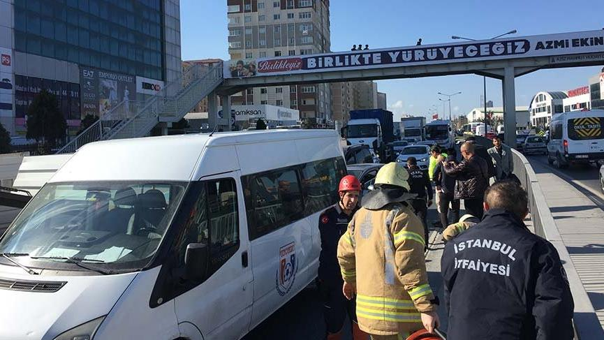 Son dakika: İstanbul'da trafiği kilitleyen kaza