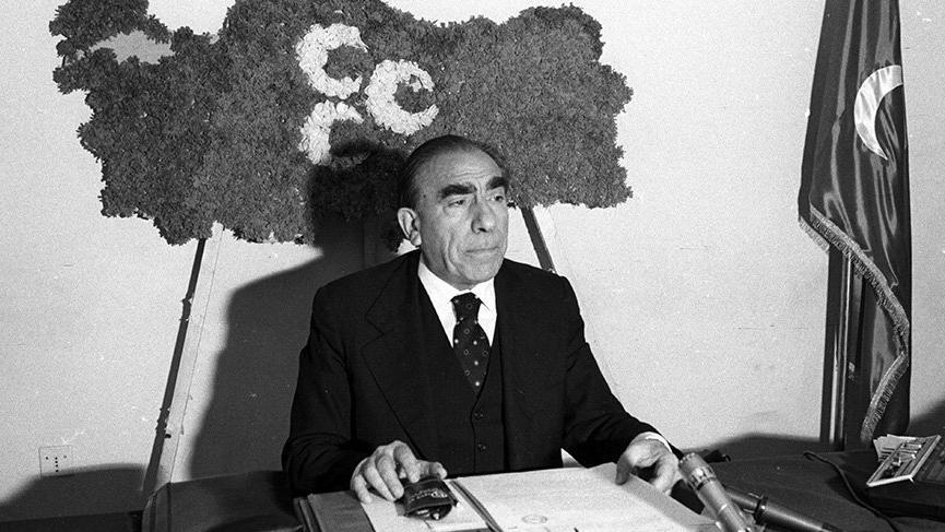 Ülkücü Hareketin lideri Alparslan Türkeş vefatının 22. yılında anılıyor... İşte Alparslan Türkeş'in hayatı