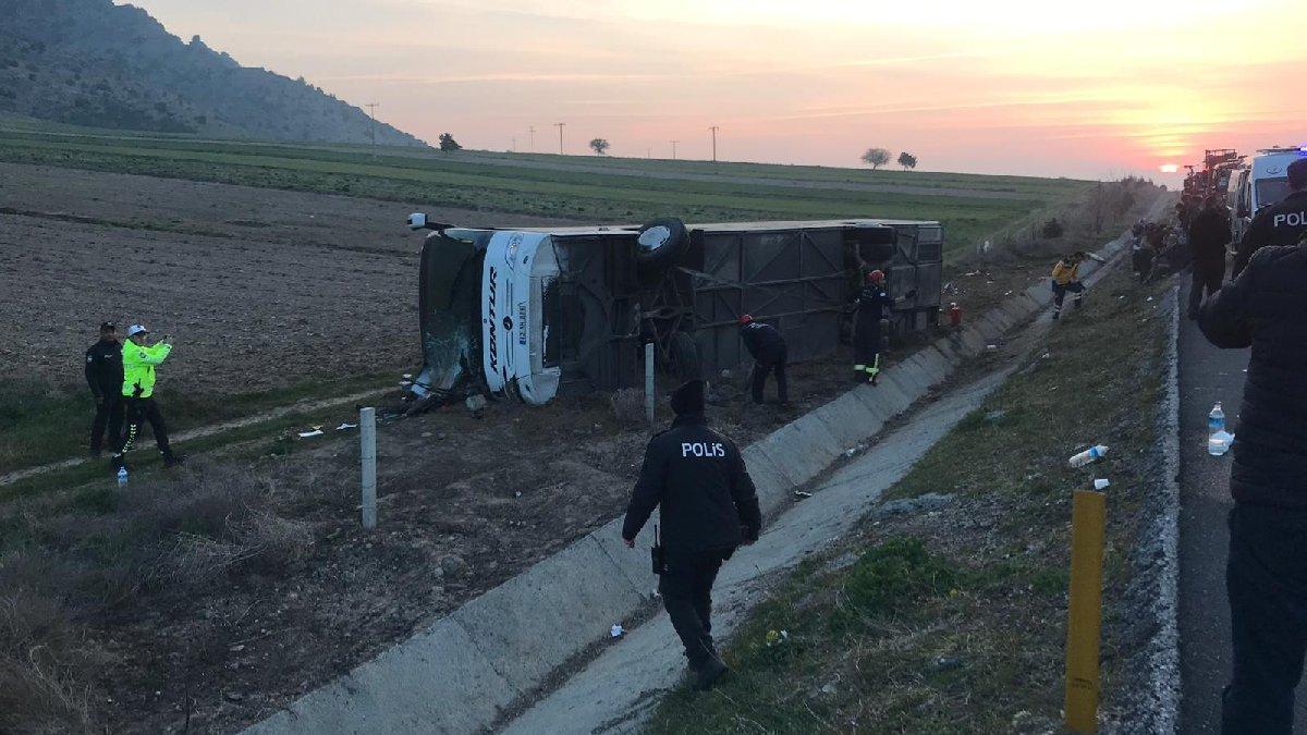 Yolcu otobüsü kaza yaptı: Ölü ve yaralılar var