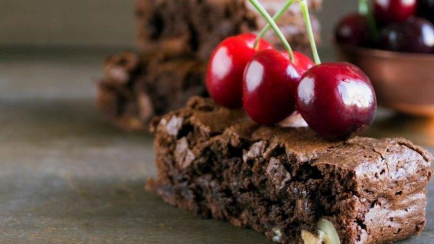 Çikolotalı ıslak kek nasıl yapılır? İşte pratik ıslak kek tarifi ve malzemeleri…