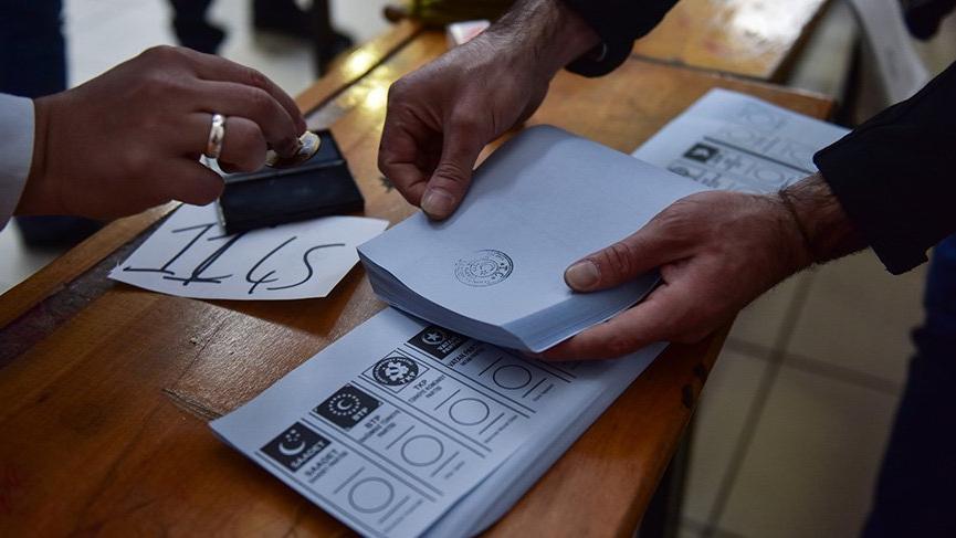 Oyları sayacak olan AKP'li ve MHP'li üyeler kaçtı