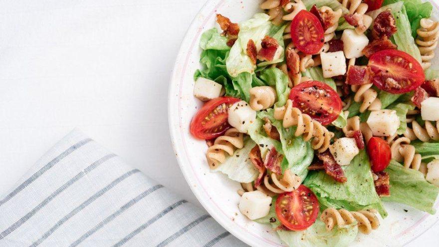 Makarnalı salata tarifi: Doyurucu makarnalı salata nasıl yapılır?