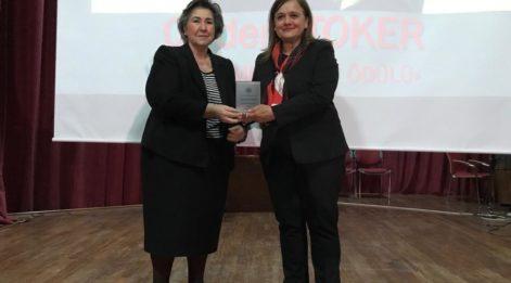 """Yazarımız Çiğdem Toker'e """"Önder Kadın"""" ödülü"""