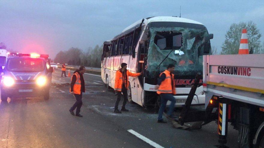 Sakarya'da yolcu otobüsü devrildi! Yaralılar var