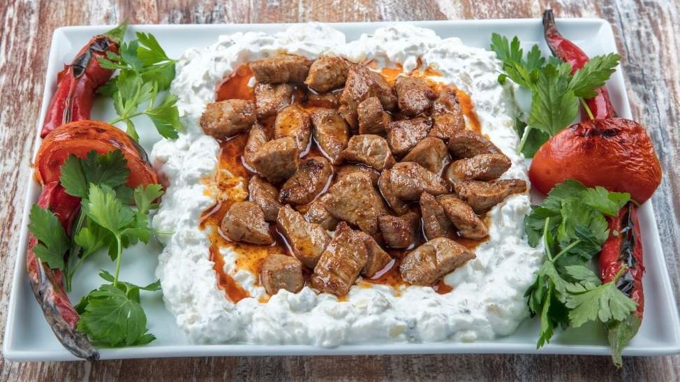 Pratik Alinazik kebabı tarifi: Evde kolay kebap! İşte Alinazik kebabı yapılışı ve malzemeleri...