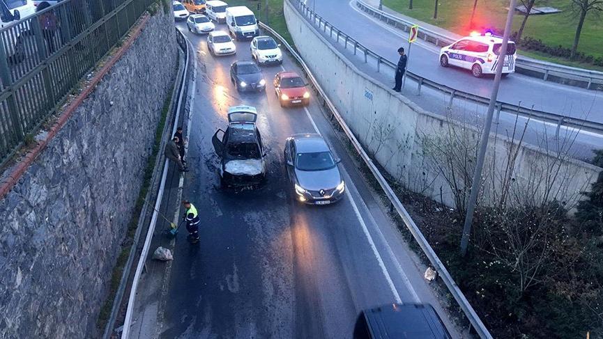 Son dakika: İstanbul'da trafiği etkileyen araç yangını