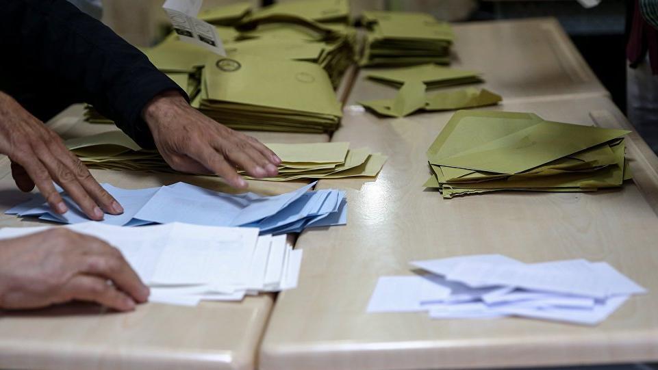 İstanbul'da seçim sonuçlarında son durum: Sandıklar sayılıyor, AKP'nin oyu azaldı
