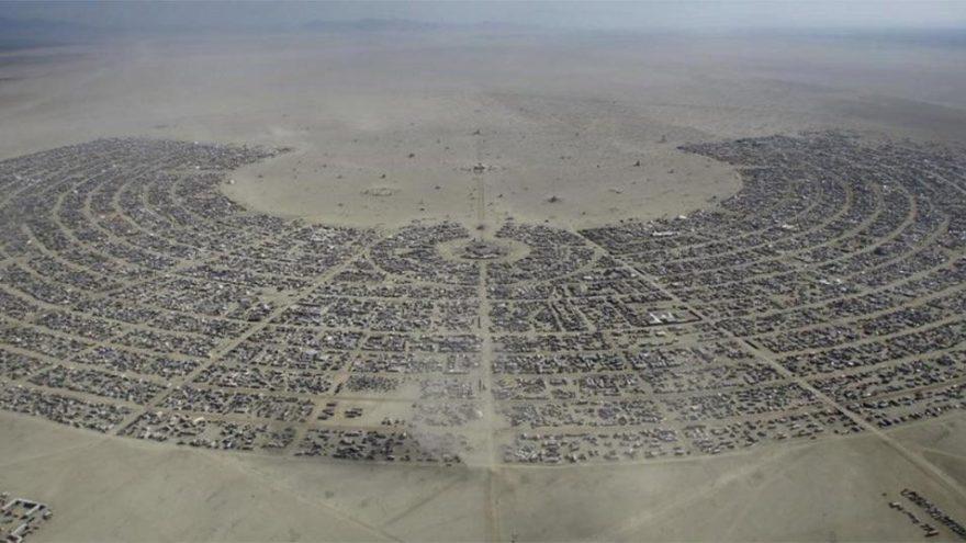 Trump'ın duvar sevdası bitmiyor… Şimdi de Burning Man'e göz dikti!