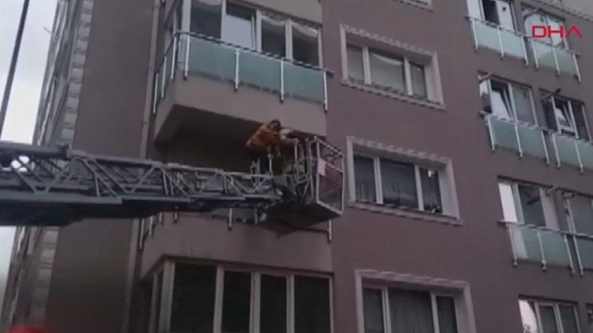 Kadıköy'de yangın! Mahsur kalanlar kurtarıldı
