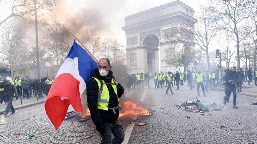 Fransa'da Sarı Yelekliler'e gösteri yasağı!