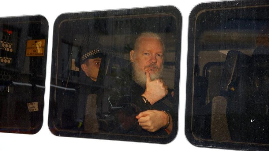 Ekvador, 'Tak etti' dedi, Assange'ın kirli çamaşırlarını döktü