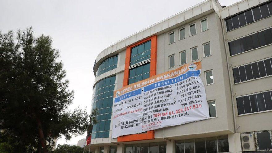 Borç afişi CHP'li başkanlar arasında kriz çıkardı