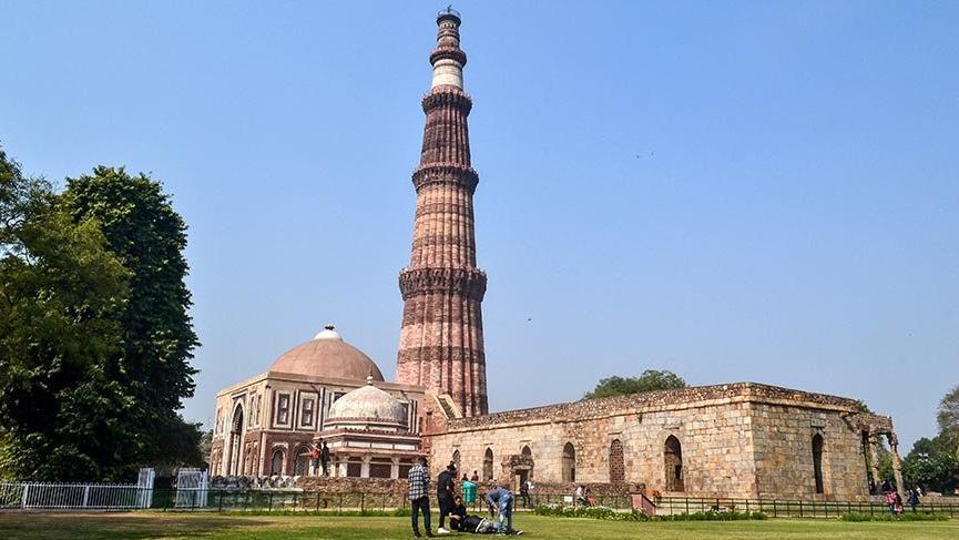 Hindistan'ın asırlardır ihtişamını koruyan görkemli minaresi
