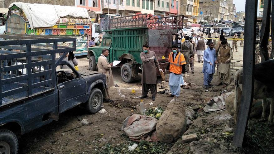 Pakistan'da bombalı saldırı: En az 16 ölü