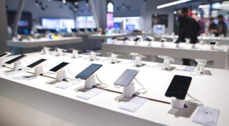 Akıllı telefon fiyatlarında son durum! En çok fiyatı değişen model Apple mı Samsung mu?