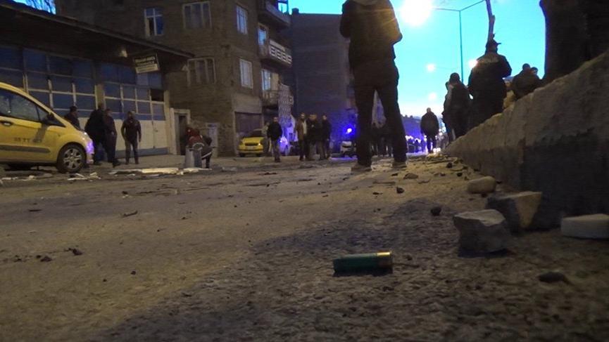 Erzurum'da akrabalar arasında taşlı, sopalı ve silahlı kavga!