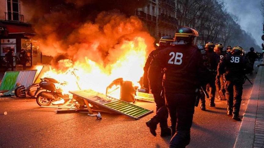 Fransa'da sarı yelekliler yeniden sokaklarda!