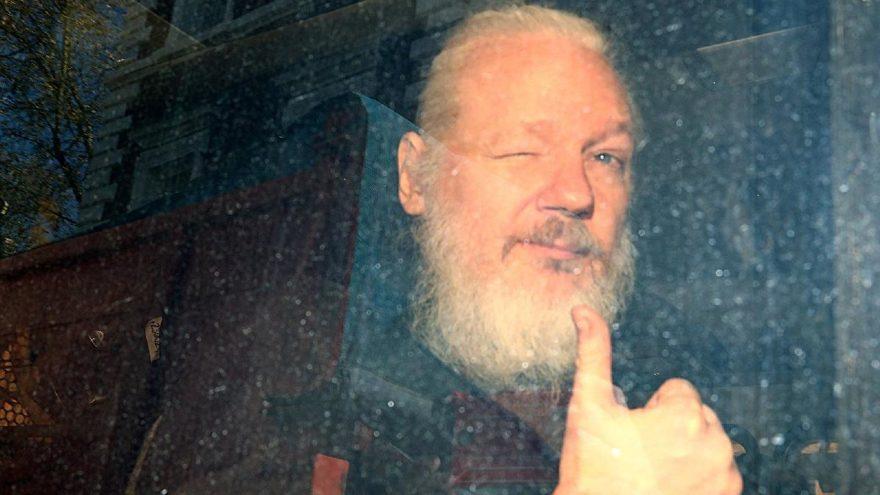 Assange'a şok suçlama: Elçiliği casusluk binasına çevirdi