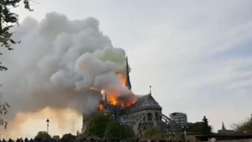 Paris'te Notre Dame Katedrali'nde yangın!