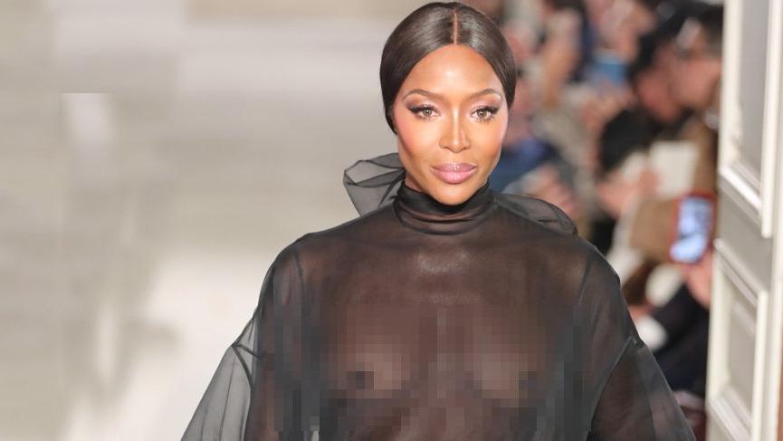 Naomi Campbell Valentino için çıplak poz verdi