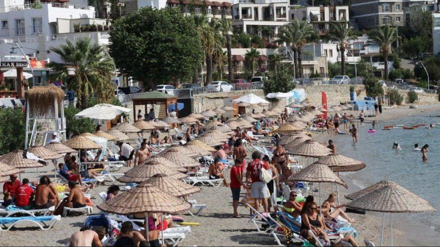 Bodrum plajlarına şemsiye ve şezlong standardı geliyor