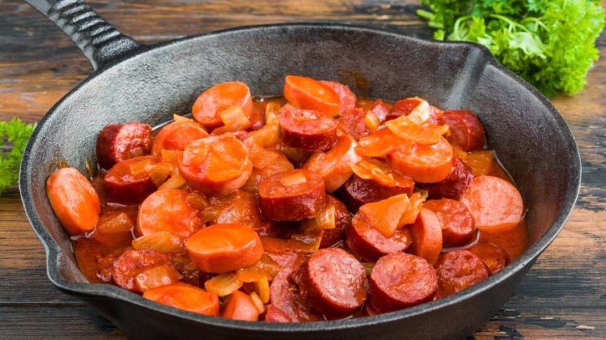 Salçalı sosis tarifi: Kahvaltı için pratik bir alternatif! Salçalı sosis nasıl yapılır?