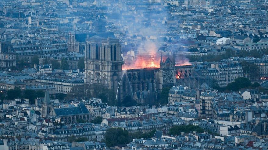 Son dakika... Notre Dame Katedrali yangından 8.5 saat sonra söndürüldü