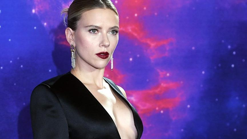 Scarlett Johansson'a hayranından ilginç tepki; 'Vay canına çok kısasın'