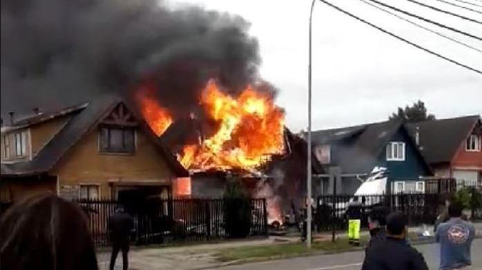 Şili'de feci kaza... Uçak evlerin üzerine düştü: 6 ölü