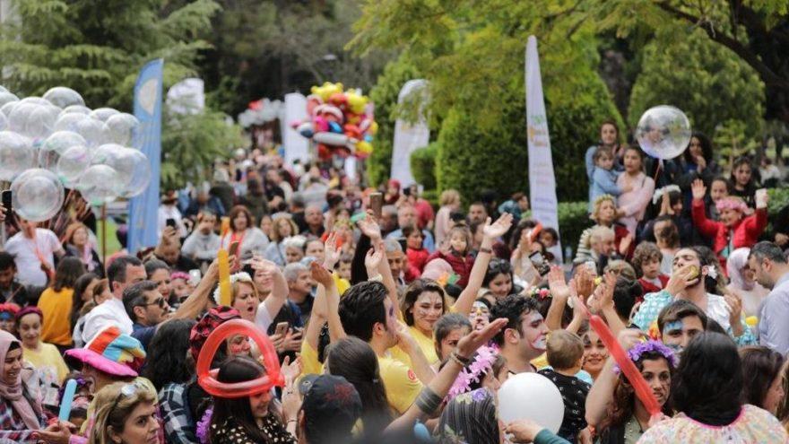 'Portakal Çiçeği Karnavalı'nda milyonlarca insan sokaktaydı