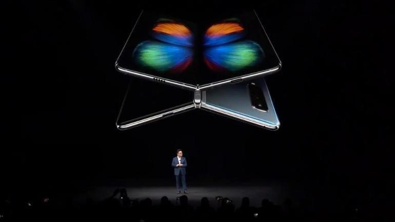 Samsung'un katlanabilir ekranlı telefonu sorunlarla gündemde