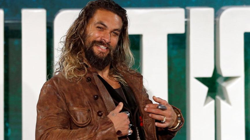 Khal Drogo'yu canlandıran Jason Momoa sakallarını kesti