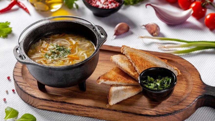 Şehriyeli tavuk suyu çorbası tarifi: Tavuk suyu çorbası nasıl yapılır?