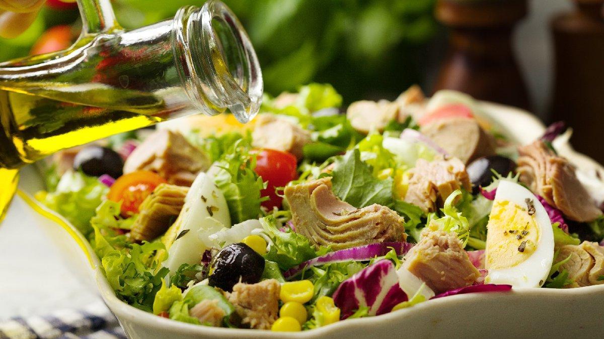 Ton balıklı salata nasıl yapılır? İşte ton balıklı salata tarifi...