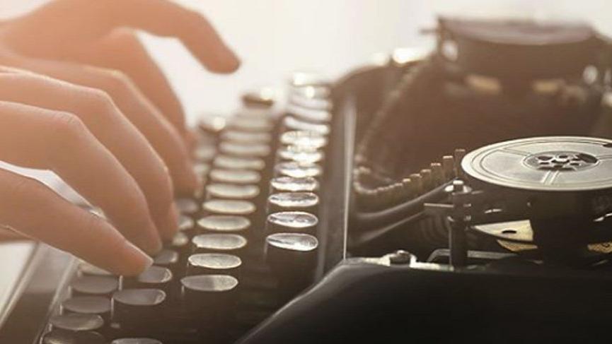 """""""Gündökümü"""", """"Günlerin Tortusu"""" ve """"Yazılı Günler"""" adlı eserlerin yazarı kimdir?"""