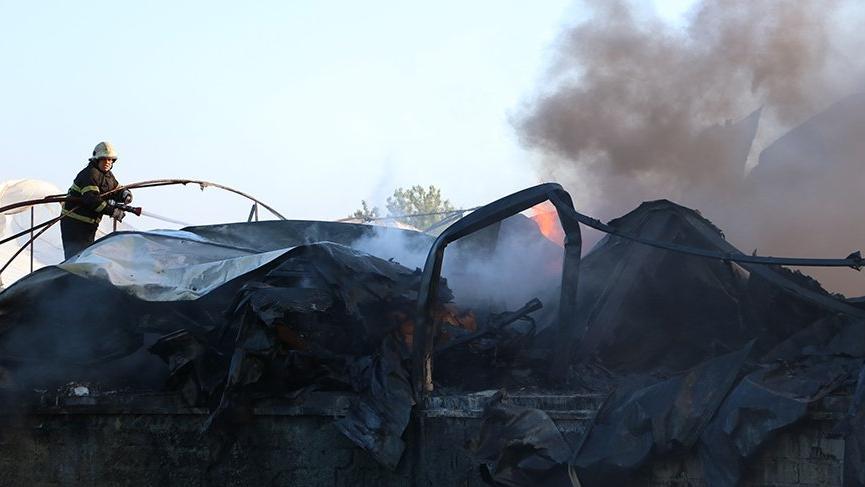 Plastik fabrikası yangında kül oldu!