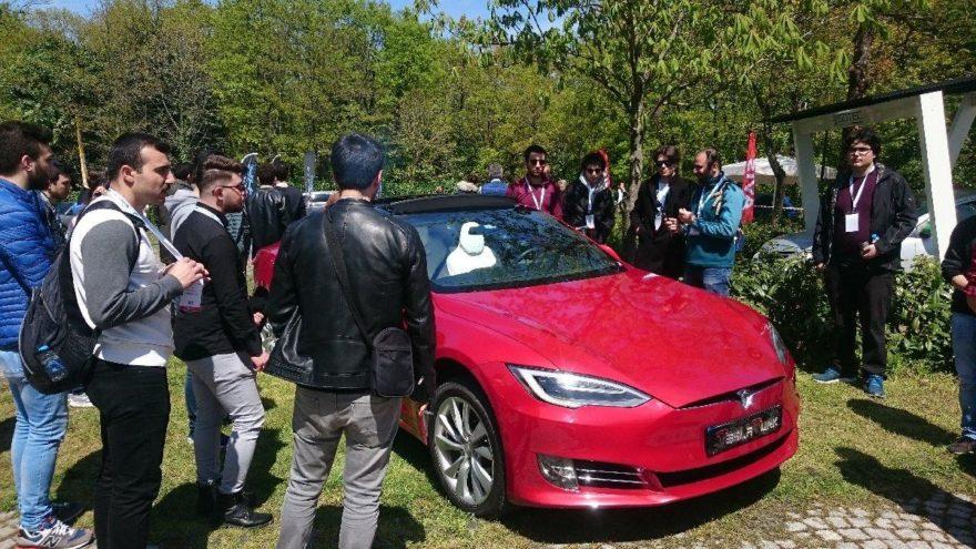 İstanbul'dan elektrikli ve hibrit otomobiller geçti!